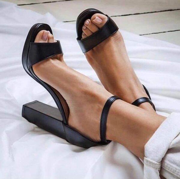 Sandaloinpellenero.jpg
